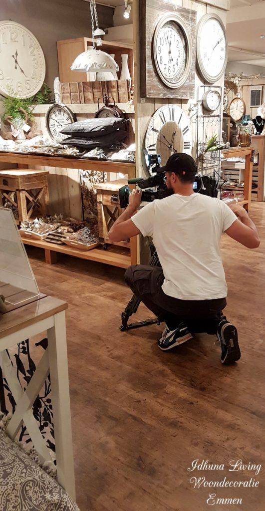 RTL 4 LIFESTYLE EXPERIENCE woonspecial met TV debuut Idhuna Living cameraman aan het werk