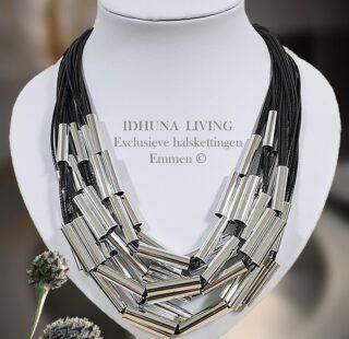 Moderne dames ketting zilver-zwart 24 koordjes en zilverkleurige staafjes41120