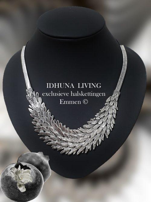 Zilverkleurige halsketting dames met fijne blaadjes chique en elegant 2082020