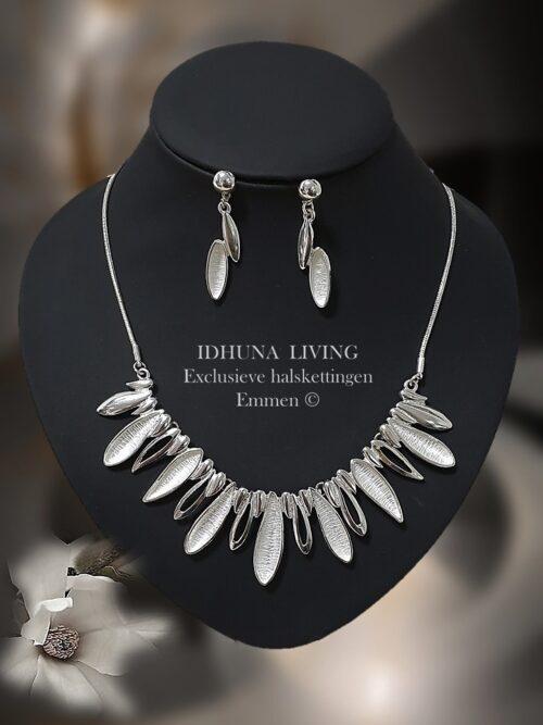 Elegante dames halsketting zilverkleurig met roomwit emaille 40+5 cm 121220