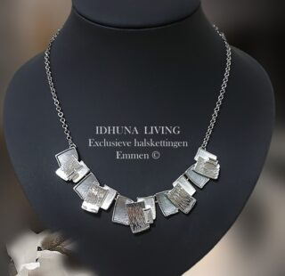 Dames halsketting kort zilver-grijs-wit gedecoreerd met emaille 24221
