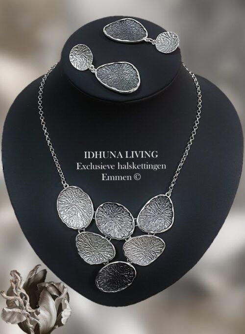 Dames halsketting lotusblad grijstinten met bijpassende oorbellen