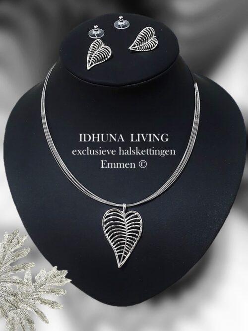 Halsketting dames zilverkleur met bijpassende oorbellen Hanger bladvorm 040721