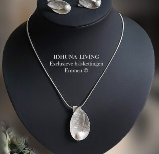 Moderne fijne dames halsketting Hanger bladvorm met pareltje 23921