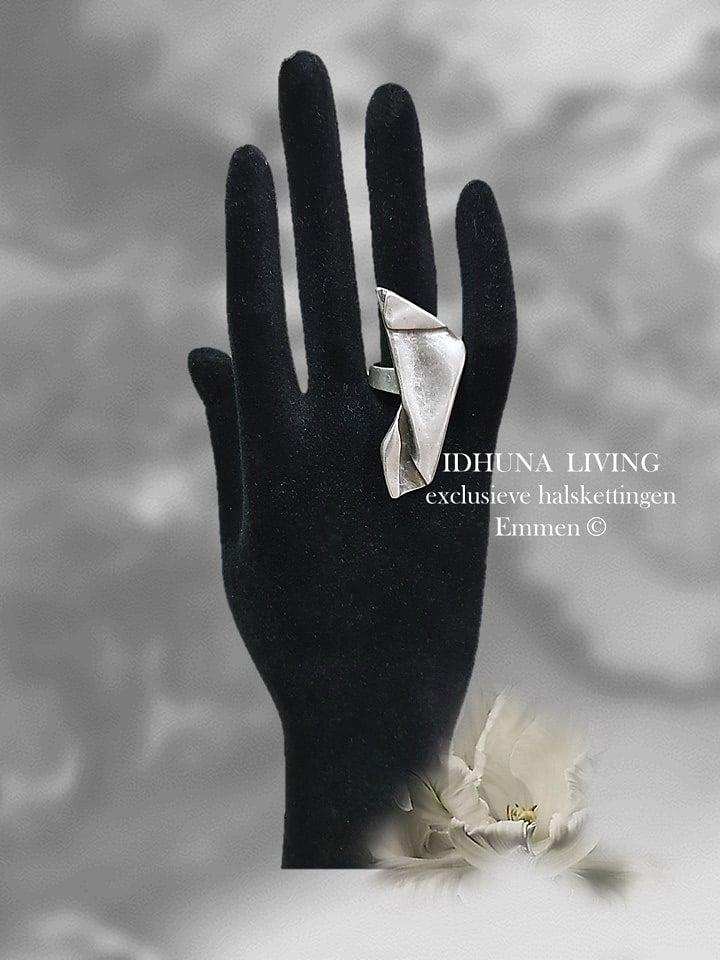 Dames ring handgemaakt Engeltjeszilver TYRA kleur vintage zilver
