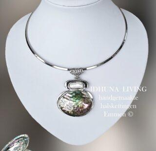 Halsketting dames zilverkleurig met zoetwaterparel en abalone schelp