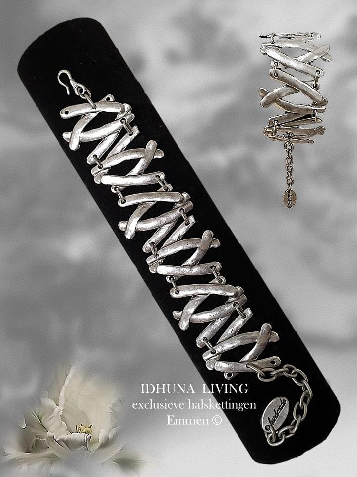 Handgemaakte dames armband zilverkleurig Opengewerkt met staafjes