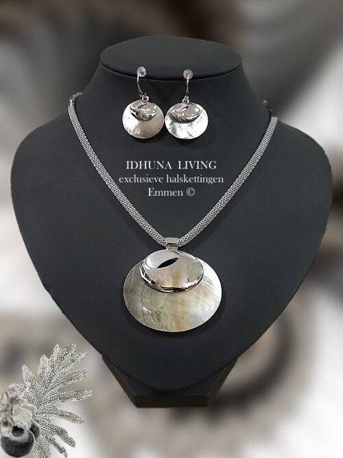 Sieraden set zilverkleurig dames ketting en oorbellen parelmoerschelp 10821