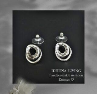 Dames oorbellen handgemaakt Fijntjes en charmant zilverkleurig Stekers