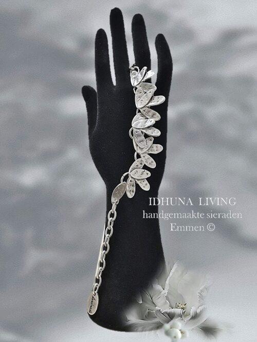Armband dames handgemaakt blaadjes kleur vintage zilver RAHI